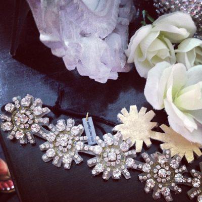 Loved these #gorge handmade #hair #accessories #headpieces by @shopkrown @pekokwithin #bridal #weddings #glam #sparkle #bling #boho #glitz #blog #shopping #fashiongirl #fashionblogger